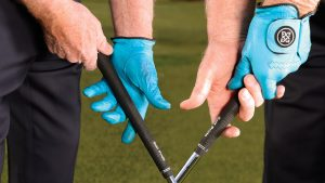 Tom Watson shows the correct way to grip the golf club!